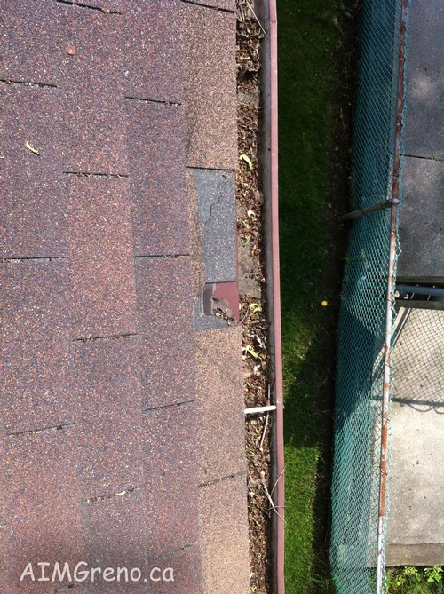 Eavestrough Cleaning by Caulking Contractors Etobicoke