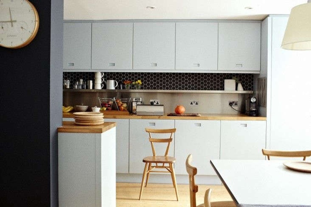 Christine-Chang-Hanway-London-kitchen-renovation-Remodelista-02-733x489.jpg