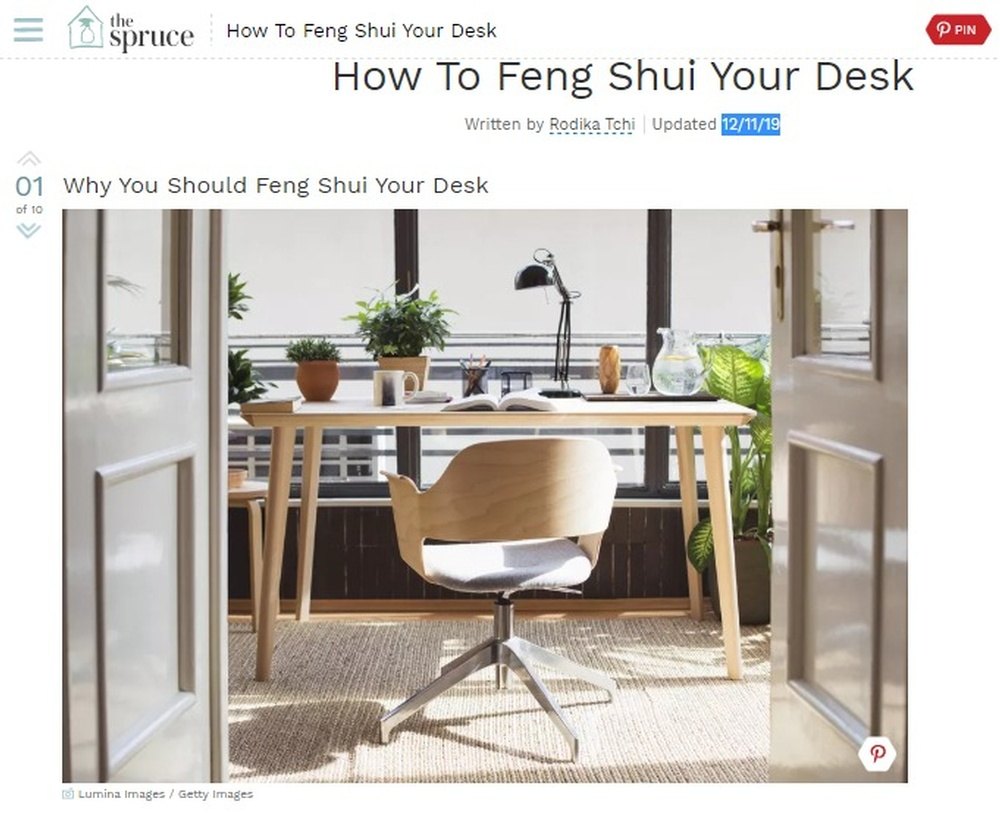 Ways To Feng Shui Your Desk.jpg