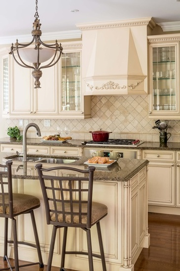 Kitchen in Watercolours Mississauga - Custom Furnishings in Oakville ON by Parsons Interiors Ltd.