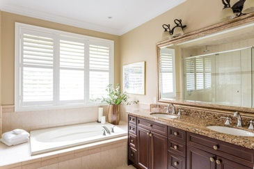 Bathroom Bungalow in Mississauga - Custom Furnishings in GTA by Parsons Interiors Ltd.