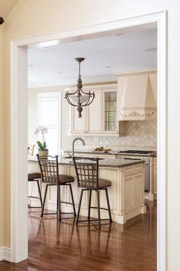 Traditional Kitchen - Custom Furnishings in Oakville by Parsons Interiors Ltd.