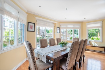 Kitchen Table - Interior Design Services in Mississauga by Parsons Interiors Ltd.