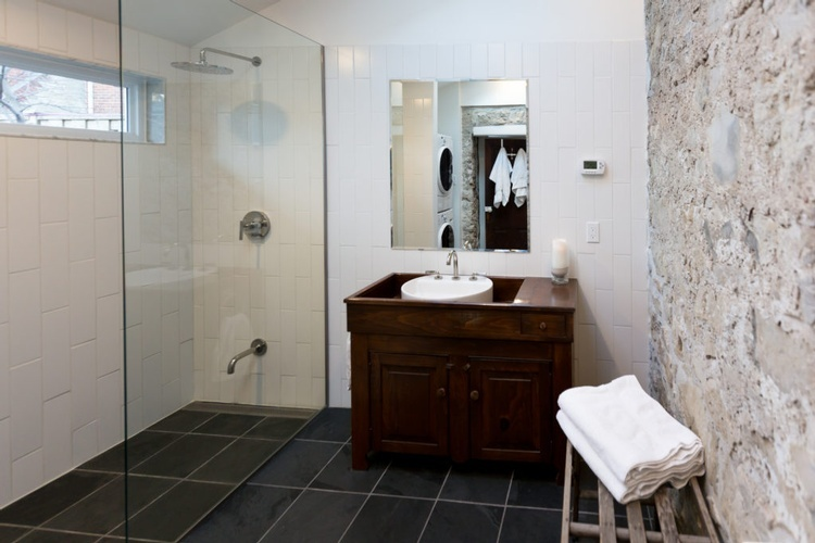 Luxurious Bathroom and Laundry with Heated Floors