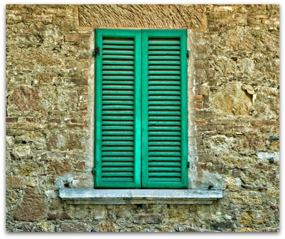 1397494_85115301-660-bGREEN-SHUTTERS-ON-OLD-STONE-HOUSE.jpg