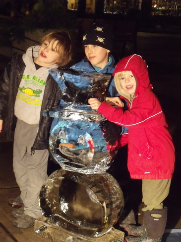 Snowman Ice Sculpture by Festive Ice Sculptures