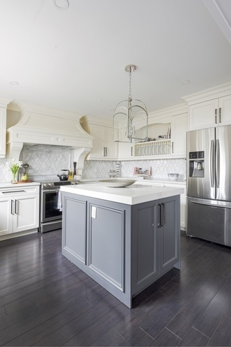 Traditional Classy Kitchen Renovations Newmarket ON by Royal Interior Design Ltd