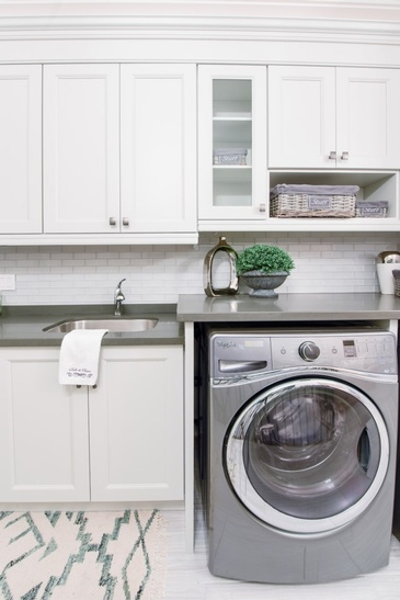 Fresh White - Laundry Renovation Services Stouffville by Royal Interior Design Ltd.