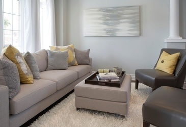 Bright and Fresh Living Space Decorating Services Thornhill ON by Royal Interior Design Ltd.