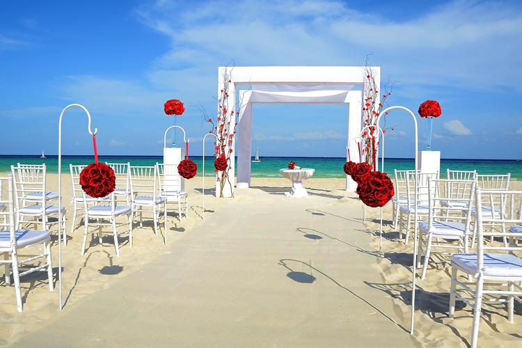 Royal Hideaway Playacar welcomes you to a beautiful paradise for your perfect destination wedding