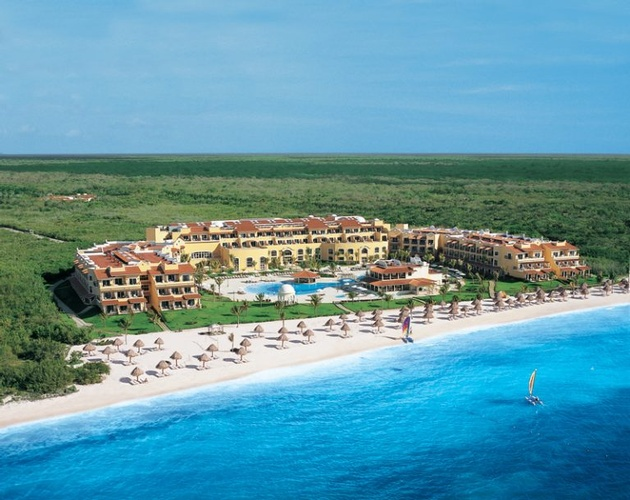 Destination Wedding packages to Secrets Capri Riviera Cancun by My Wedding Away