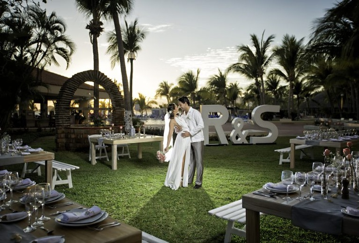Perfect  tropical destination wedding at Barceló Ixtapa