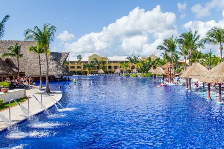 Tropical Destination Wedding at the beautiful Barceló Maya Grand Resort  by My Wedding Away