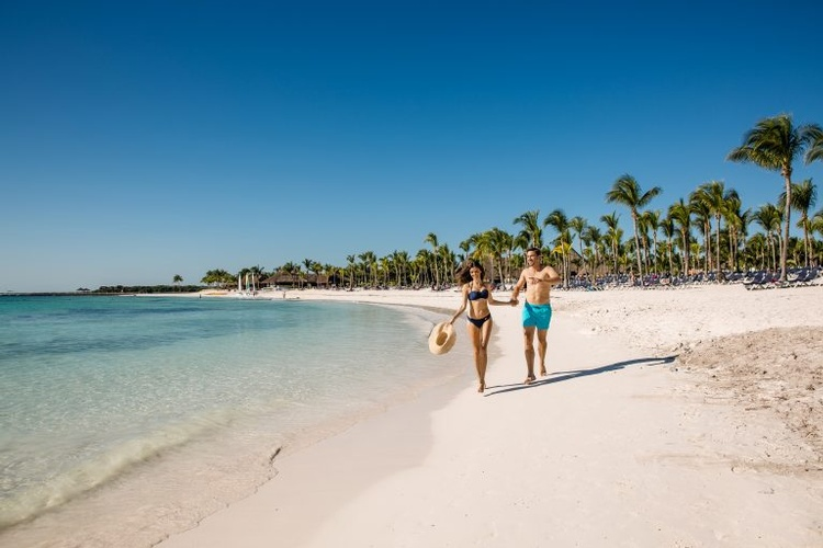 My wedding Away provides a perfect destination wedding at the Beautiful Barceló Maya Tropical
