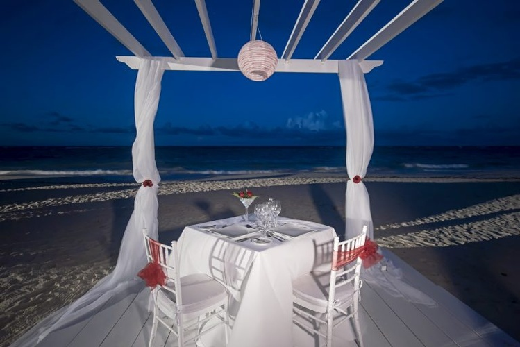 Personalised wedding theme at Iberostar Grand Hotel Bávarol for a perfect beach Wedding Destination