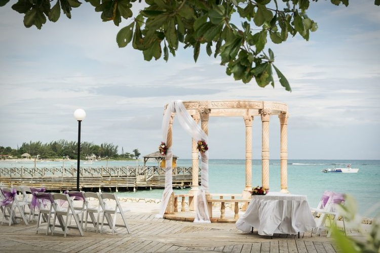 Destination Wedding, Honeymoon & Vow Renewal Packages to Jewel Dunn's River