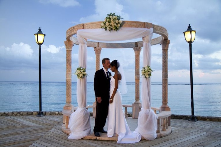 Personalised wedding theme at Jewel Dunn's River for a perfect beach Wedding Destination
