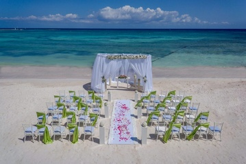 Tropical Destination Wedding at the beautiful Barceló Maya Colonial  by My Wedding Away