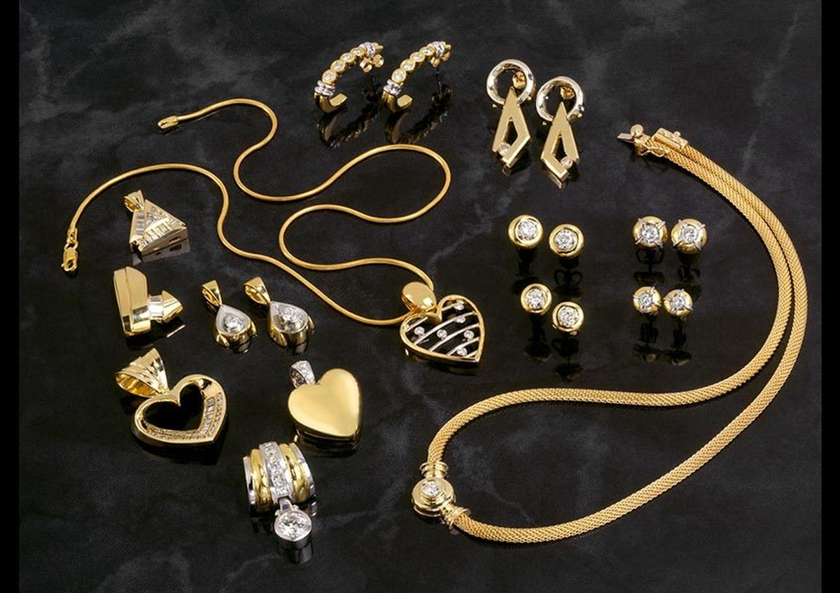A display of lockets for gold chains