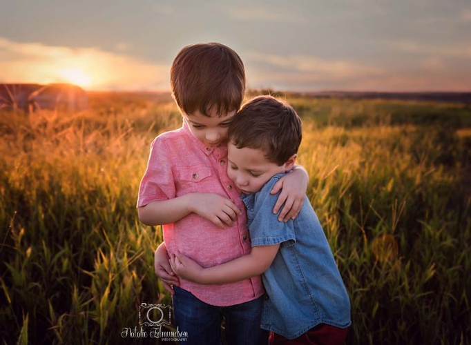 Siblings hugging each other captured by Natalie Edmundson Photography