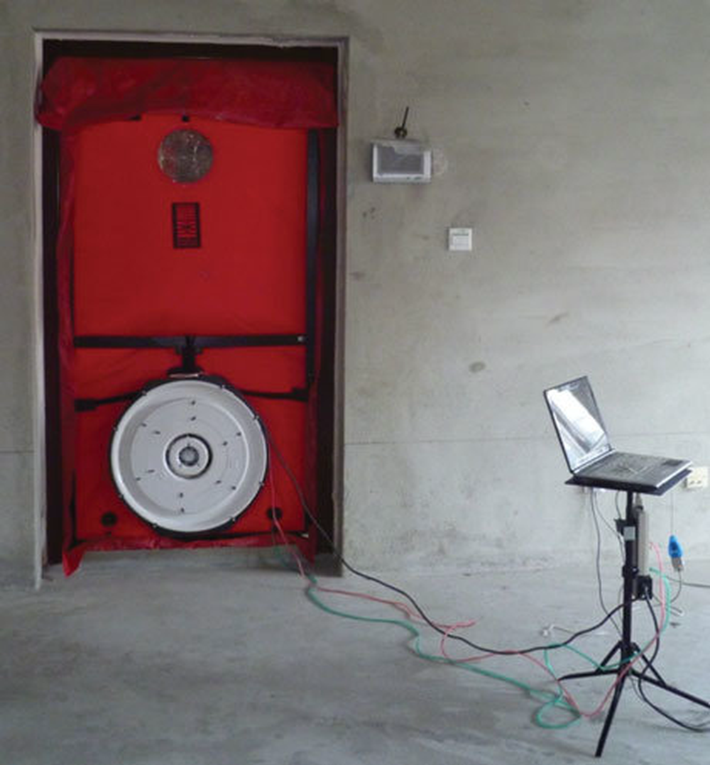 The-blower-door-test-system.png