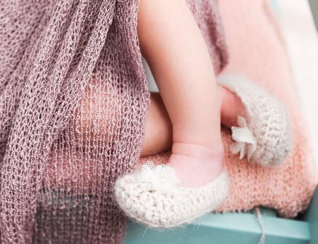 Baby Feet with wool shoes - Newborn Photography by Eve Parisa