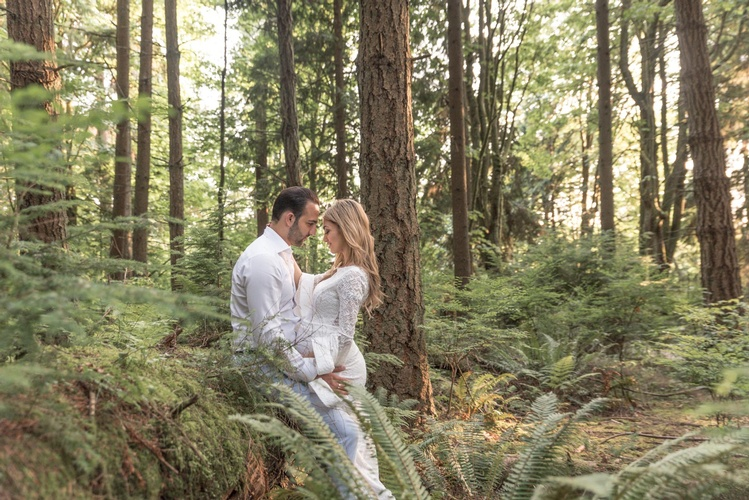 Outdoor Maternity Photography Surrey by Eve Parisa