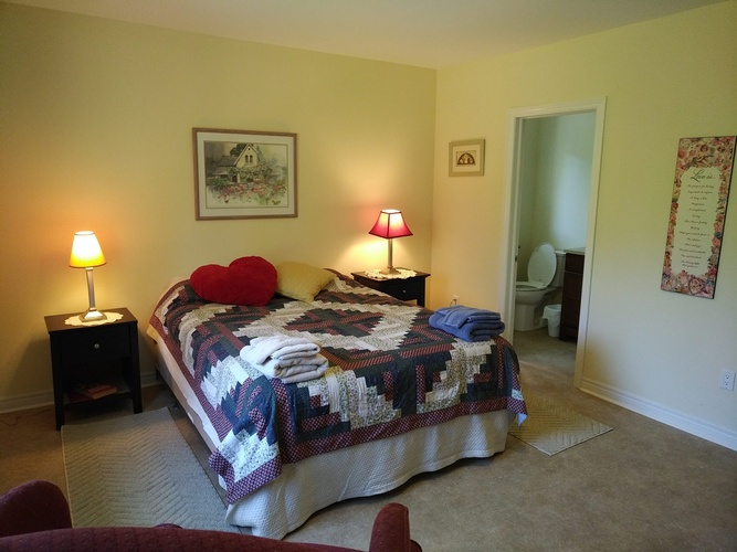 Bedroom with 2 Table lamps -Assisted Living Richmond Hill ON - Memory Lane Home Living Inc.