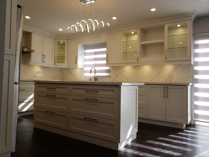 Contemporary Kitchen Renovation - Electrical Services Vaughan by PCM Inc.