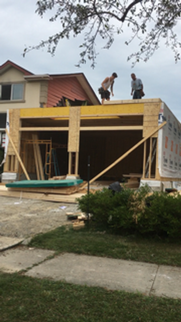 Workers building a house - Custom Home Additions Oakville by Arnold Homes Ltd