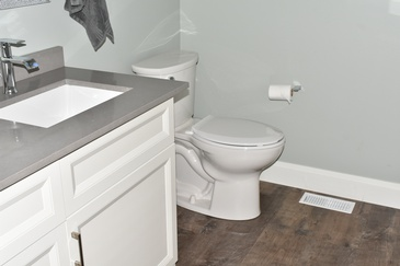 Gorgeous Bathroom with Hardwood Flooring Stoney Creek - Bert Vis Flooring Inc.