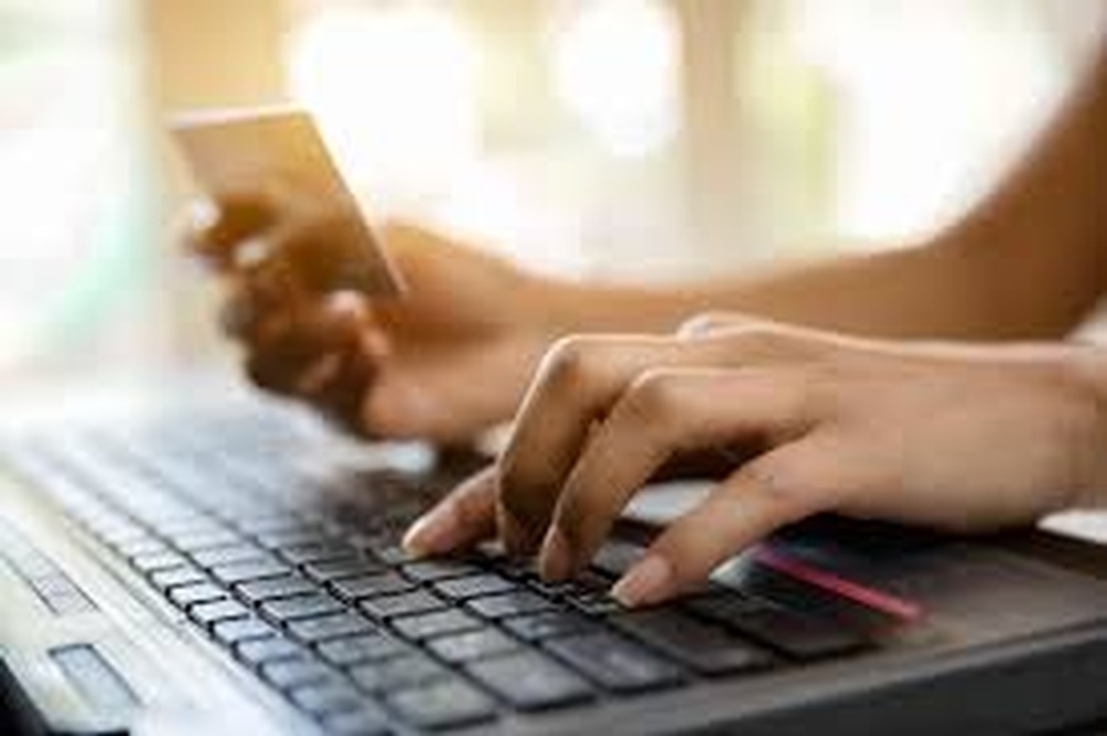 7 Tips for Shopping Online Safely This Holiday Season