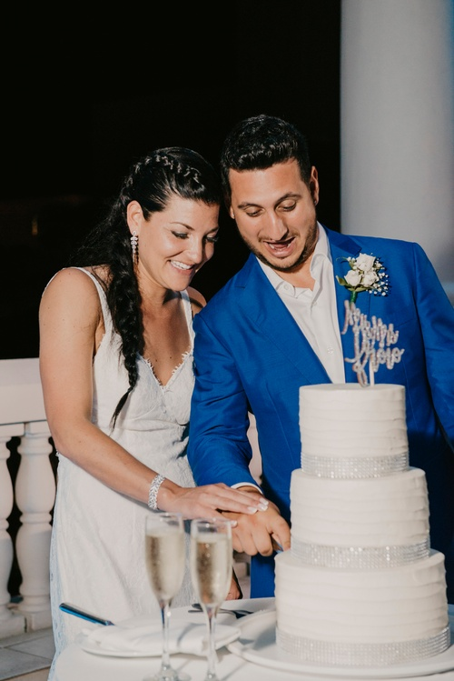 Newly Wed Couple Cutting the Wedding Cake Captured by Toronto Luxury Wedding Photographer