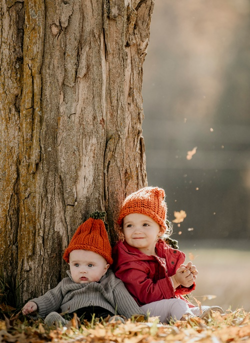 Siblings Sitting Under a Tree - Baby Photography Toronto by Matt Tibbo