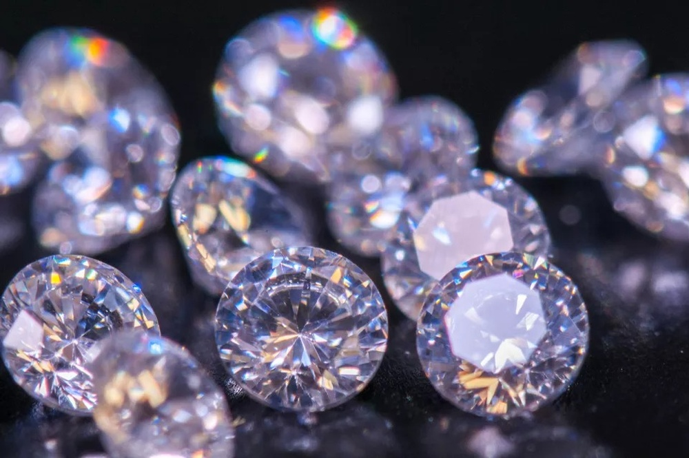 close-up-of-diamonds-713874959-5.jpg