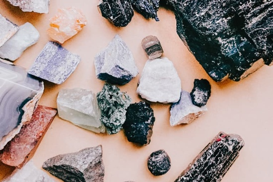 use-these-crystals-to-manifest-more-money-in-your-life
