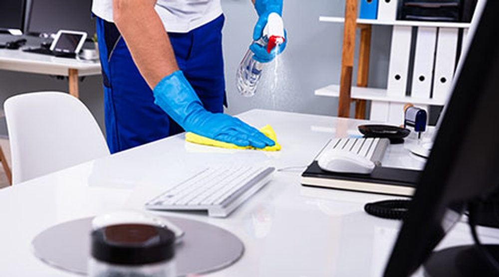 cleaning-desk-25245.jpg